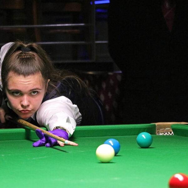 Chloe White plays snooker shot