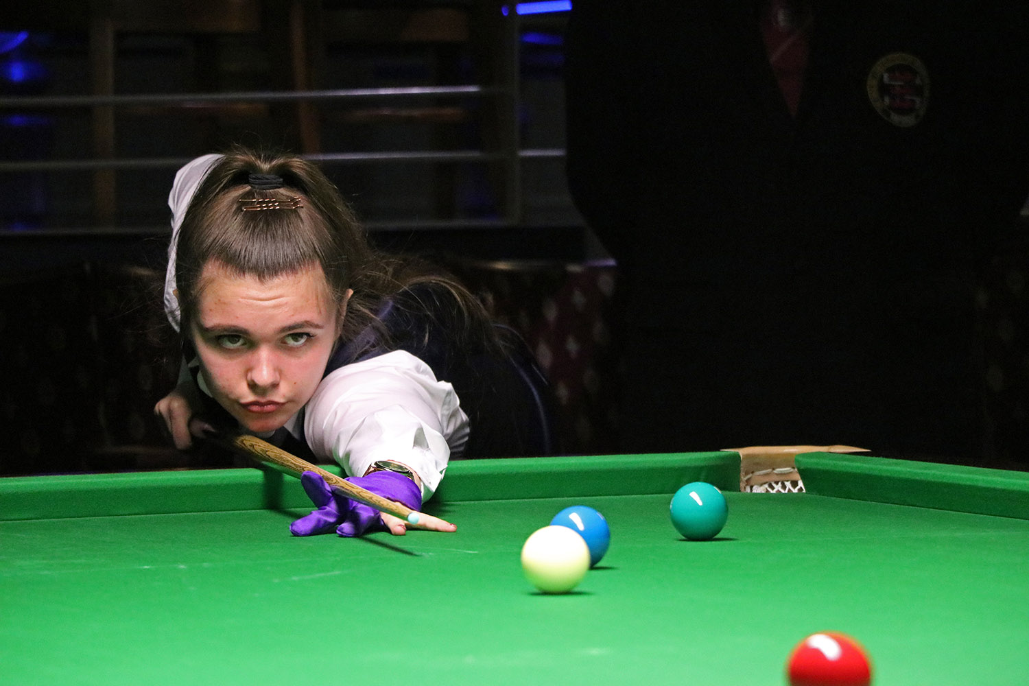 Chloe White plays snooker shot