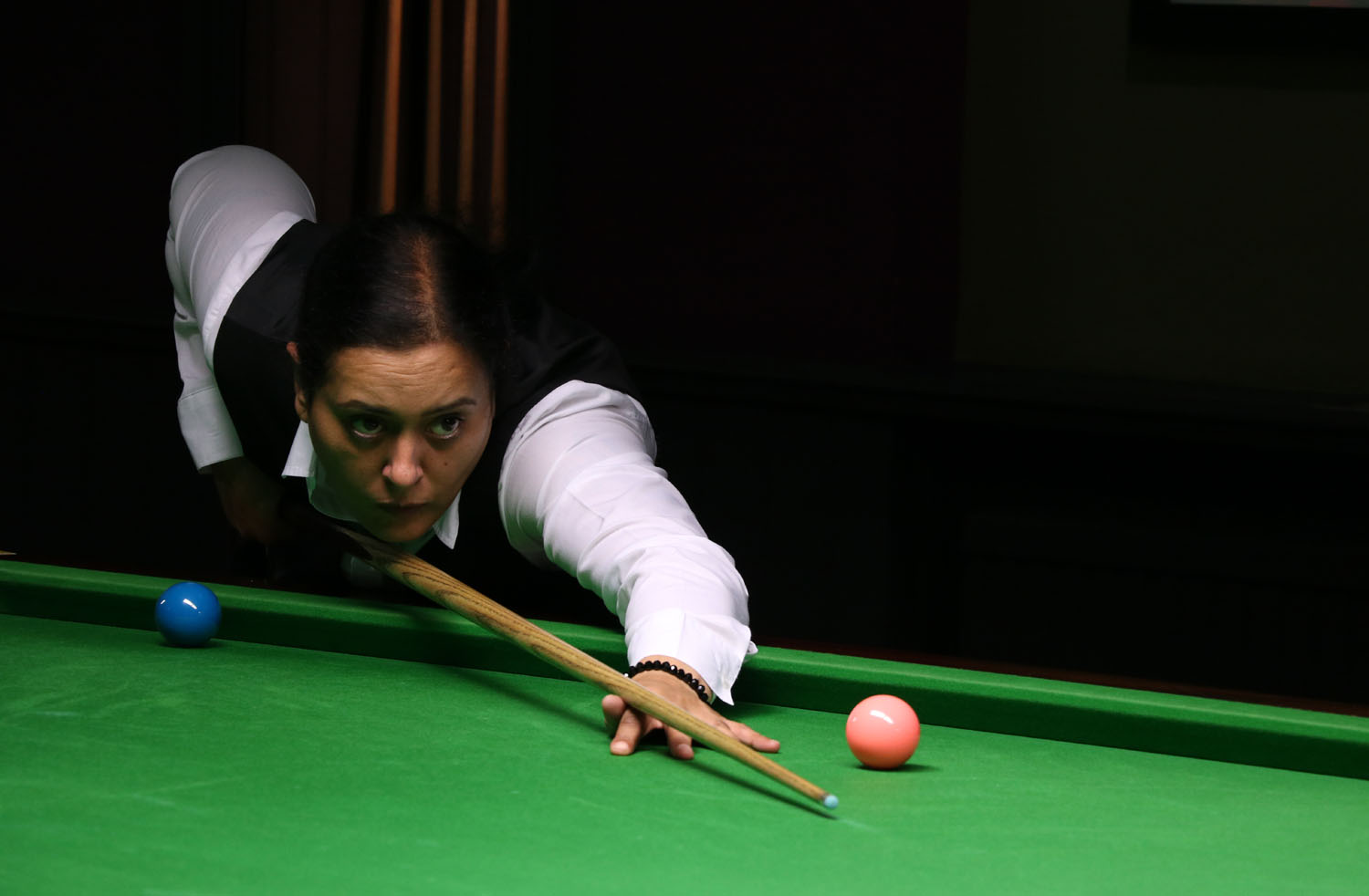 Sharon Kaur playing snooker