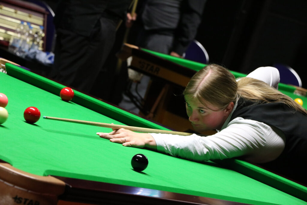 Rebecca Kenna plays snooker