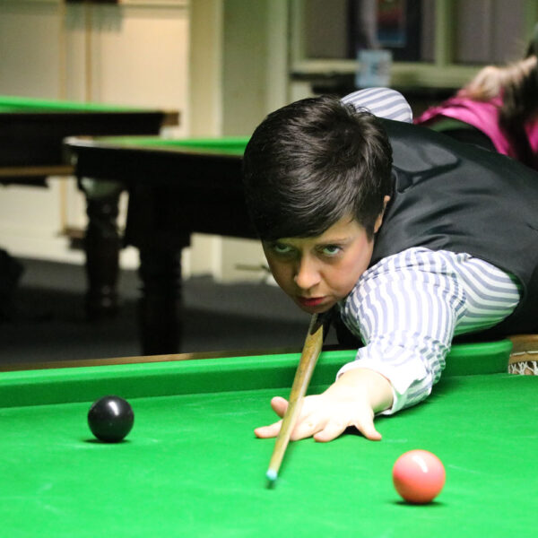 Laura Evans playing snooker